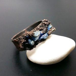 Inel din cupru si cipsuri lapis lazuli